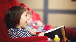 Usia Berapa Sebaiknya Anda Ajak Anak ke Bioskop