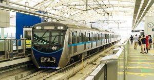 Kegiatan sekitar Senaya naik MRT