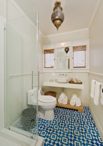 lantai kamar mandi bergaya moroccan