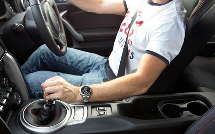 posisi kaki ketika menyetir