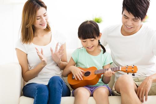 mengembangkan bakat anak