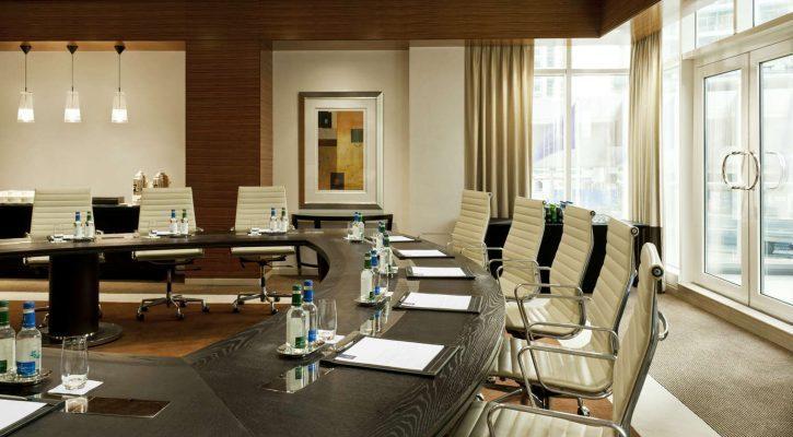 Ruang meeting di hotel