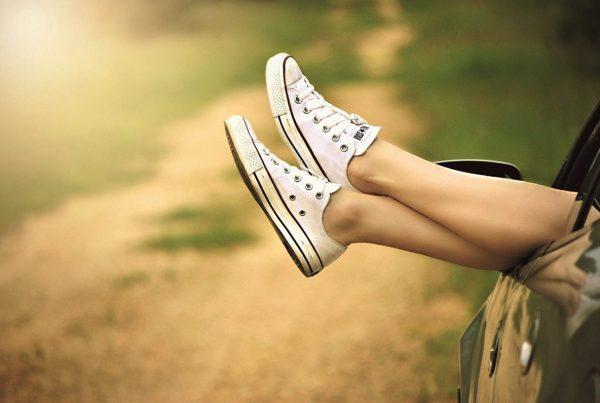 sepatu sneaker stylish dan nyaman untuk traveling