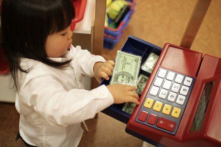 Mengajarkan keuangan pada anak