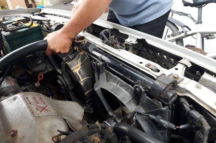 radiator mobil rusak